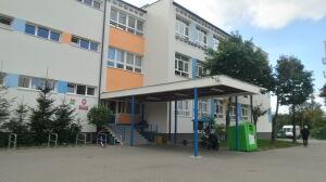 Szkoła na Gocławiu wciąż nieczynna. Sanepid sprawdza czystość wody
