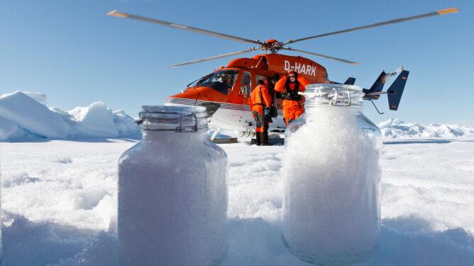 """Śnieg z Arktyki pełen plastiku. """"Jego wszechobecność to dla nas cios w serce"""""""