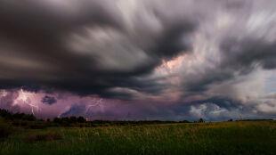 Prognoza pogody na dziś: ulewny deszcz i gradobicia