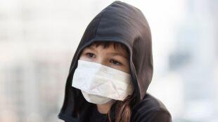 Smog szkodzi dzieciom, i to poważnie. Lekarz radzi, jak je chronić